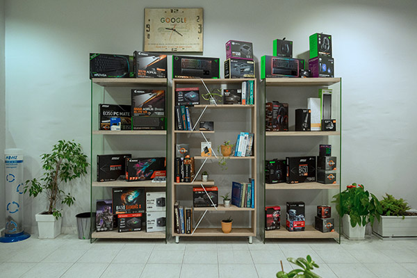 tech store display